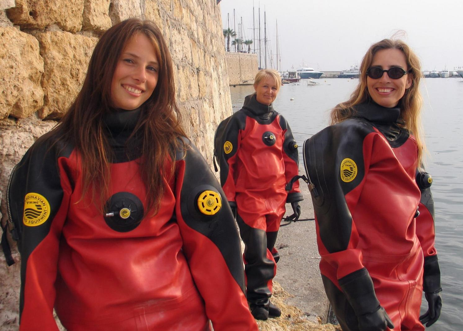 Click image for larger version.  Name:drysuit.jpg Views:65 Size:191.8 KB ID:49870